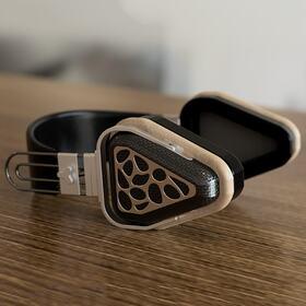 Wireless ergonomic headphones